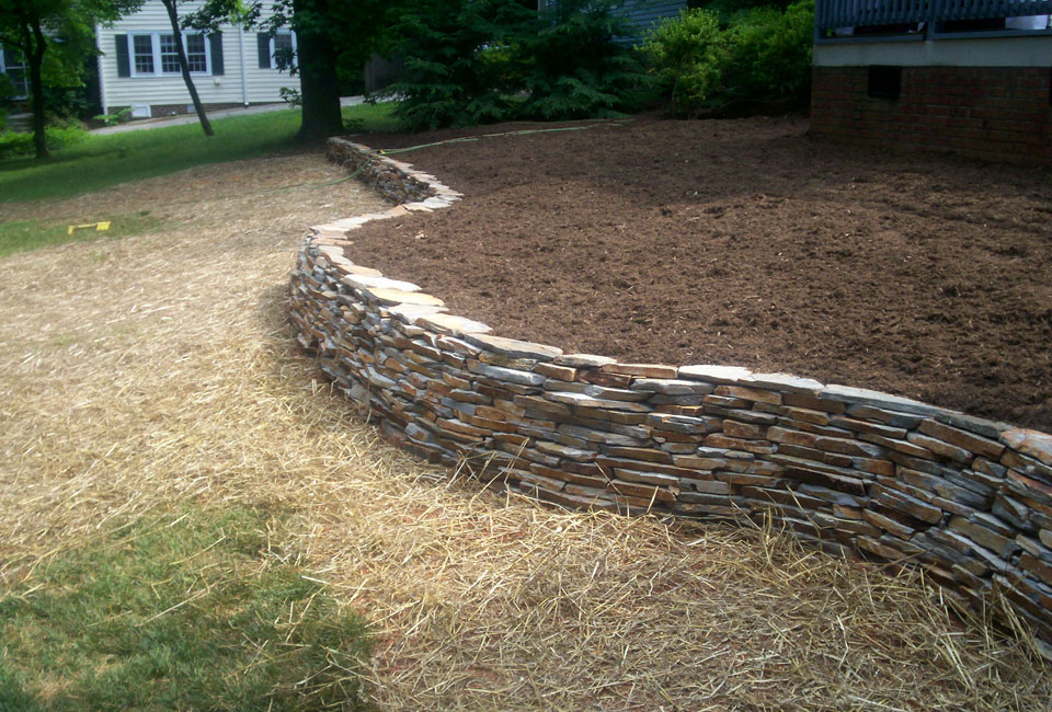 'Velvet Gray' Thin Veneer Dry Stack Stone Retaining Wall w/ Curves & Aged Hardwood Mulch