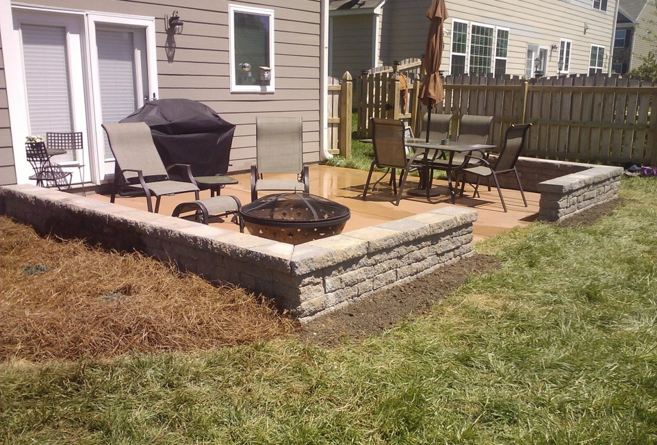 Belgard 'Sheffield' Celtic Two Sided Free Standing Sitting Walls as Patio Border