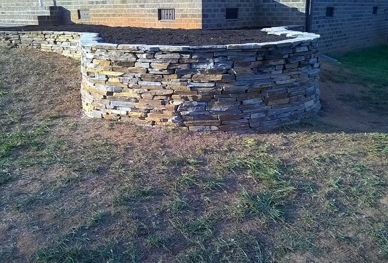 'Mojave' Thin Veneer Dry Stack Retaining Wall w/ Mortared Capstones & Topsoil Planter